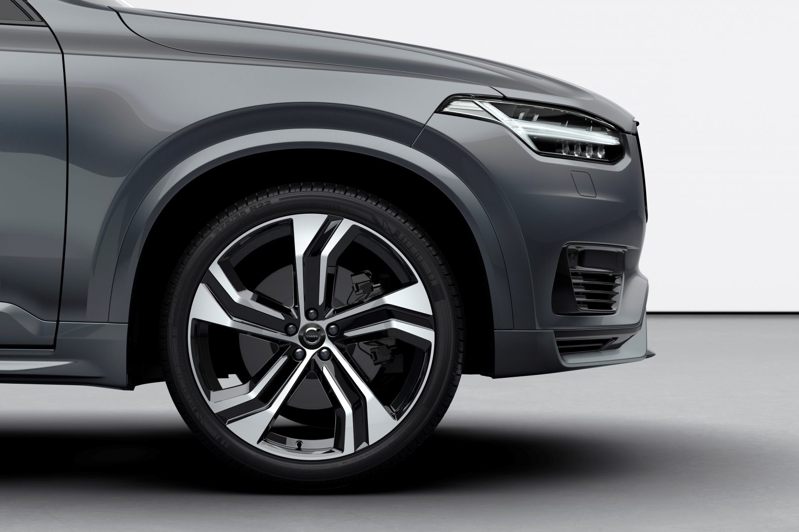 XC90 Recharge plug-in hybrid, in Thunder Grey