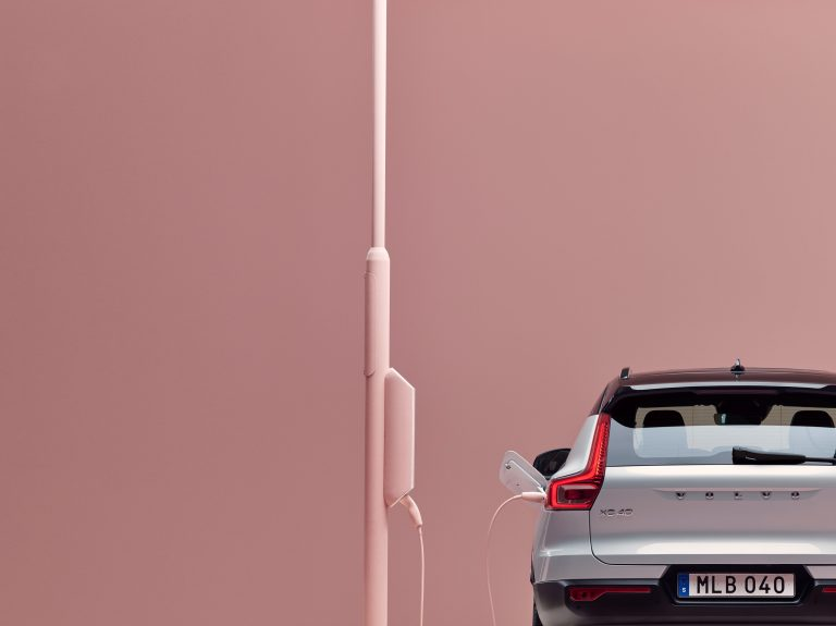 Volvo XC40 Recharge T5 AWD in Glacier Silver